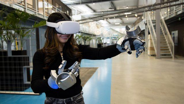 Тестирование тактильных VR-перчаток - SenseGlove Nova. Даже сам Танос, со своей перчаткой бесконечности в шоке! :)