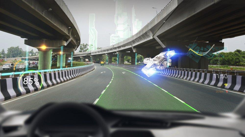 WayRay и Британская высшая школа дизайна объявляют набор на курс по дизайну интерфейсов для голографических AR HUDs в транспорте